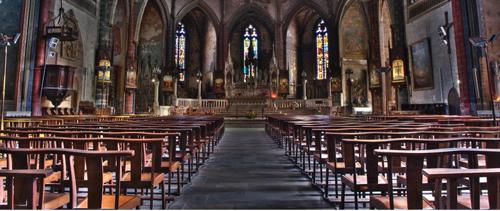 Intérieur Eglise avec chaises de culte